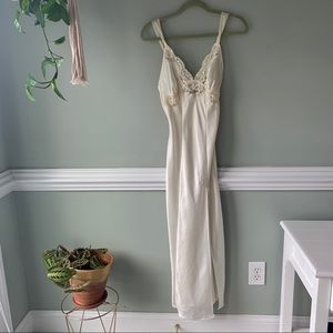 Gorgeous Floorlength Ivory Nightgown Lace Overlay
